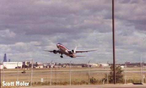 American B-777  t/o Rwy 32R